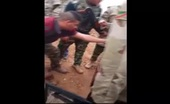 Iraqi soldiers beheading dead ISIS fighter