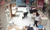 Thief Gets a Serving of Instant Justice