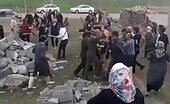 Syrian outcasts in turkey battling each other for food